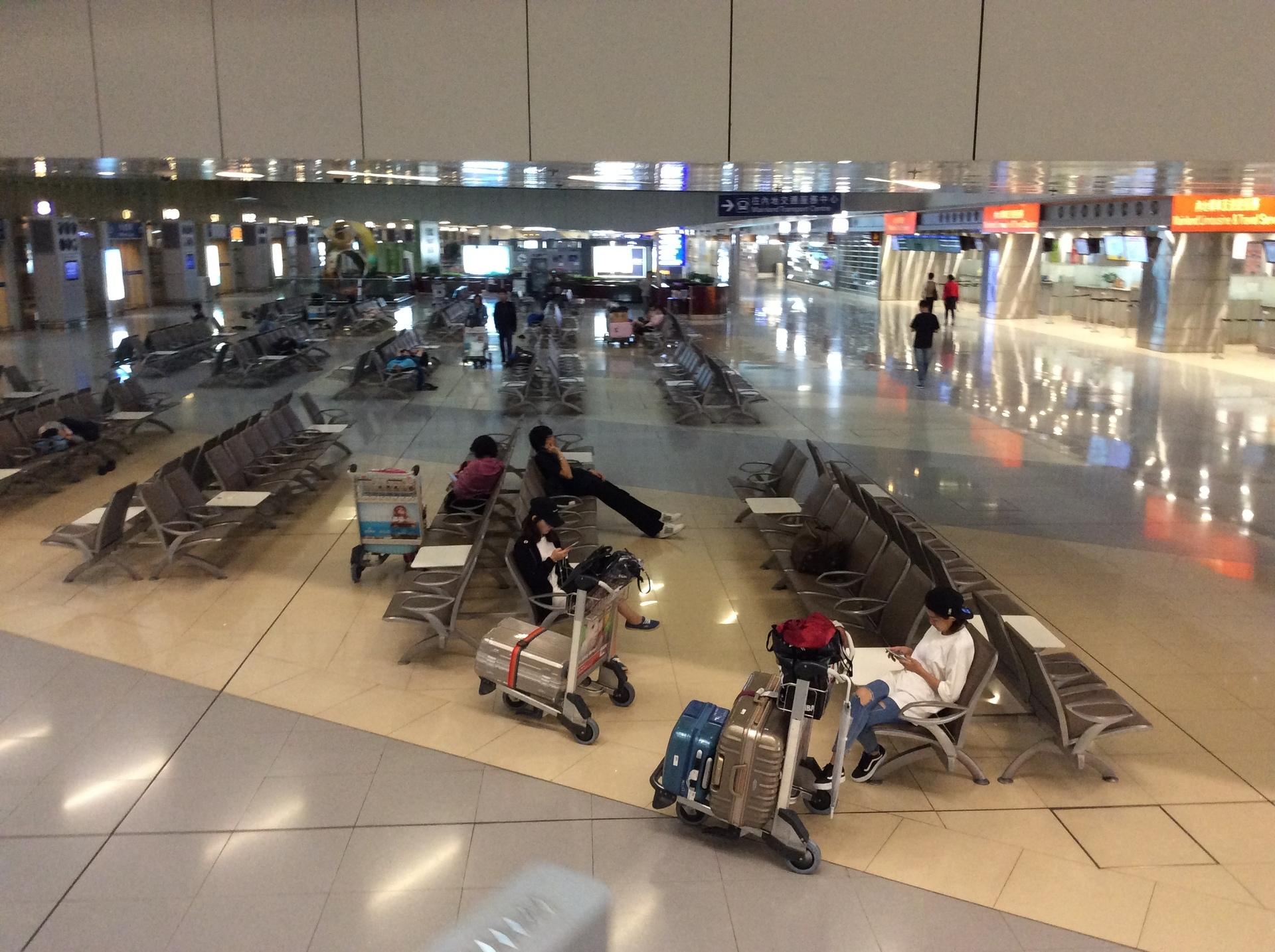 香港空港で一晩明かすなら第2タ...
